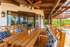 A restaurant or other place to eat at Luxury 4-bedroom home a short walk from the beach