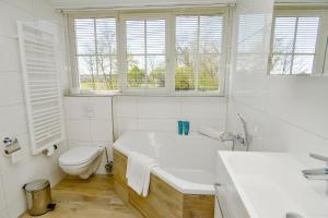 A bathroom at Waddenduyn 2