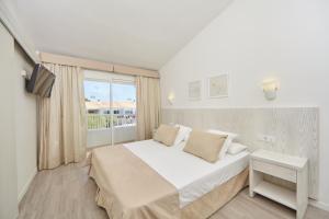 Een bed of bedden in een kamer bij Prinsotel La Caleta