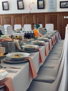 Restauracja lub miejsce do jedzenia w obiekcie Restauracja Noclegi Ruczaj Czesława Worwa