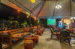 مطعم أو مكان آخر لتناول الطعام في على بابا بالاس