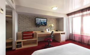 マリンズ パーク ホテル ノヴォシビルスクにあるテレビまたはエンターテインメントセンター