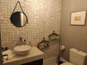 A bathroom at Apartamento Premium em Gramado