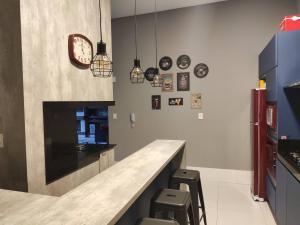 A kitchen or kitchenette at Apartamento Premium em Gramado