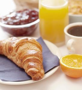 Options de petit-déjeuner proposées aux clients de l'établissement Gîte de l'Étang