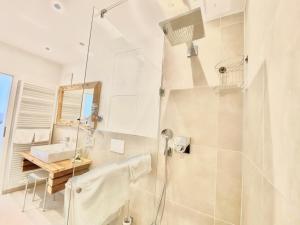 A bathroom at JUULS - Kulinarik Hotel am Rursee
