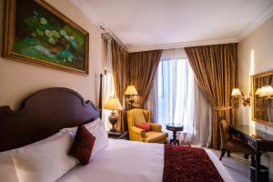 A bed or beds in a room at Mercure Hotel Apartments Dubai Barsha Heights