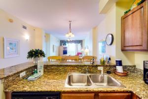 A kitchen or kitchenette at Sunrise Beach Resort V