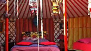 Un ou plusieurs lits dans un hébergement de l'établissement yourte-tipi-etretat
