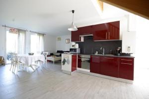 A kitchen or kitchenette at Fleur de Lys