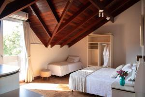 A bed or beds in a room at Hotel Pousada Kaster
