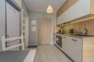 A kitchen or kitchenette at Apartament LUX