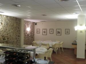 Een restaurant of ander eetgelegenheid bij Hotel Santa Anna