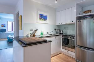 A kitchen or kitchenette at Surry Hills Terrace Apartment Pool & Gym