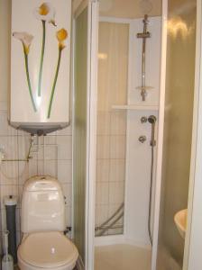 Ett badrum på Hjortö Stugor & Stockhus