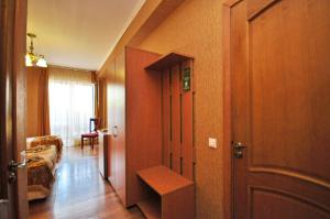 A television and/or entertainment center at Bretan Guest House