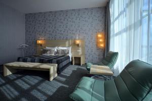 Ein Bett oder Betten in einem Zimmer der Unterkunft The Mayak Hotel - Korpus Irtysh