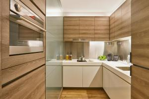 A kitchen or kitchenette at Pan Pacific Serviced Suites Beach Road (SG Clean, Staycation Approved)