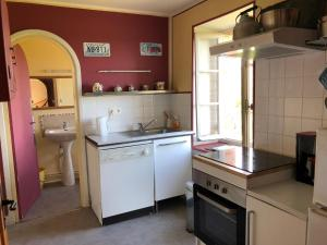 A kitchen or kitchenette at Gite Renardière