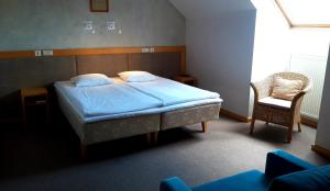 A bed or beds in a room at Hotel Santa
