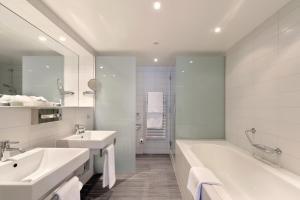 Ein Badezimmer in der Unterkunft Astra Vevey Hotel & Restaurant