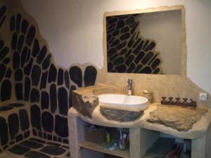 A bathroom at Chambres d'hôtes Les Sonatines