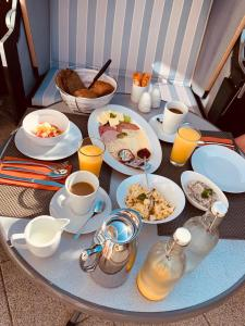 Breakfast options available to guests at Hotel Sonnenklahr