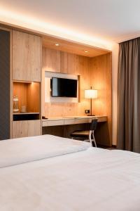 A bed or beds in a room at Österreichischer Hof