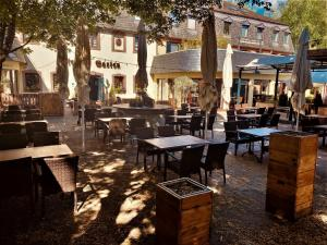 A restaurant or other place to eat at Blesius Garten