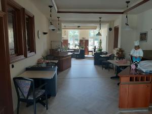 Ein Restaurant oder anderes Speiselokal in der Unterkunft Hotel Perle am Bodden