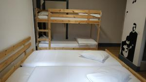 A bunk bed or bunk beds in a room at Hostel Sé Velha