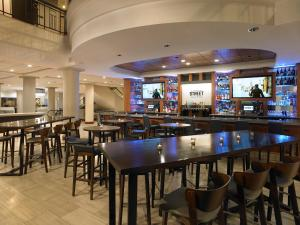 A restaurant or other place to eat at Hyatt Regency Rochester
