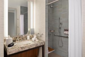 A bathroom at Grand Hyatt at SFO