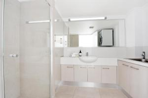 A bathroom at Lindomare Apartments