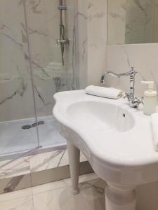 Salle de bains dans l'établissement Main Market Square Apartments