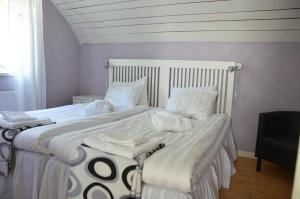 A bed or beds in a room at Bergsäter Bed & Breakfast