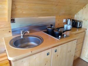 A kitchen or kitchenette at Macbeth's Hillock