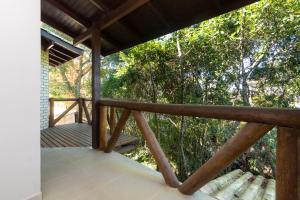 A balcony or terrace at Casa Cedro - Piscina - Canto Grande - Bombinhas - SC