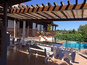 A piscina em ou perto de Quinta da Paz