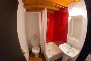 A bathroom at Complejo Roma