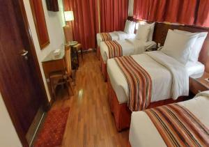 سرير أو أسرّة في غرفة في فندق روتانا المسك
