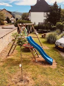 Ein Kinderspielbereich in der Unterkunft Ferienweingut Peter-Jos. Hauth