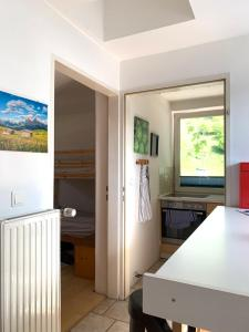 A kitchen or kitchenette at Blue Mountain Hostel