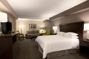 A bed or beds in a room at Wyndham Philadelphia-Historic District