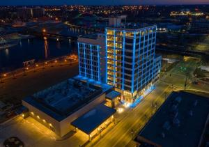 A bird's-eye view of Embassy Suites By Hilton Rockford Riverfront