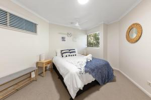 A bed or beds in a room at Parkshores Sunshine Beach Noosa Holiday Apartments
