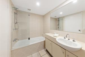 A bathroom at Parkshores Sunshine Beach Noosa Holiday Apartments