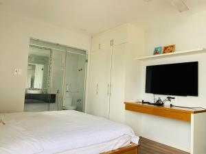 A television and/or entertainment center at Ocean Pearl Villa