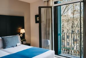 A bed or beds in a room at Oriente Atiram