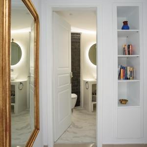 A bathroom at Villa Renos Hotel